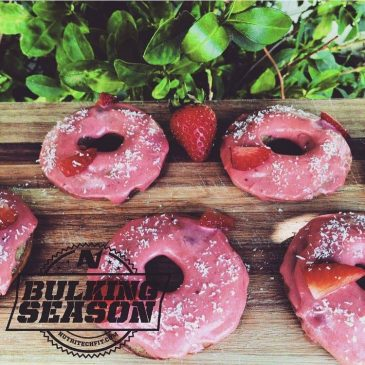 STRAWBERRY PROTEIN DONUTS
